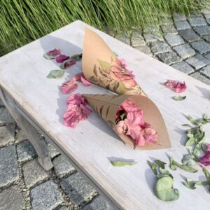 KORNOUT svatební na okvětní lístky přírodní s růží 20cm 8ks